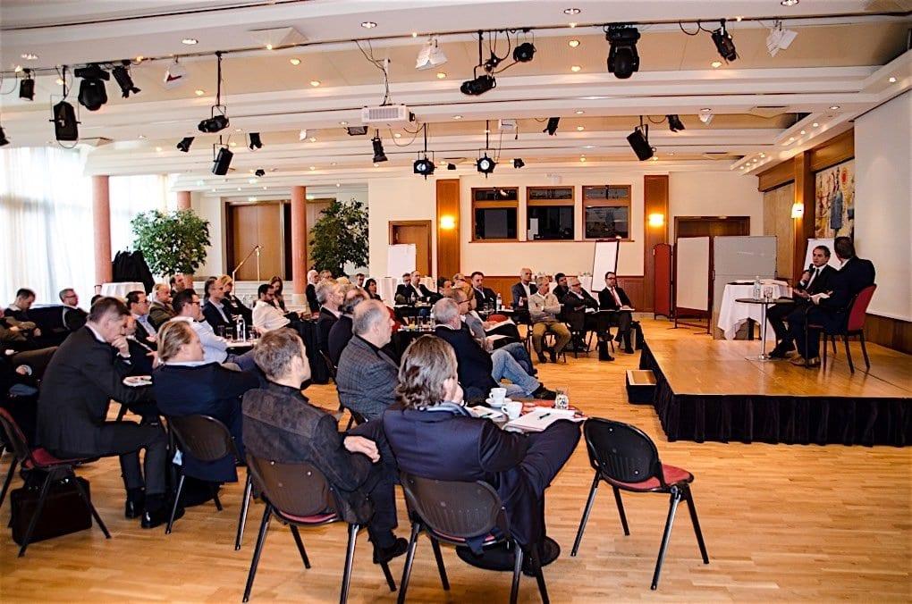 Volle Aufmerksamkeit für Marcel Koller bei der Managementriege der Casinos Austria Gruppe