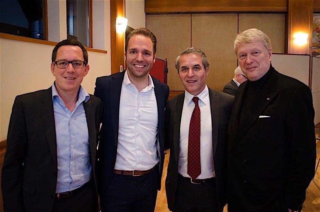 Danke an das gesamte Team hier mit (v.l.) Tipp3 CEO Philip Newald, ÖFB-Teamchef Marcel Koller, Casinos Austria Aufsichtsratsvorsitzender Dietmar Hoscher